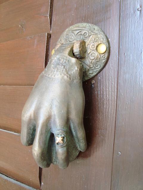 door's knocks